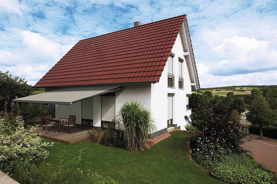 Einzelhaus mit WARERMA Kassetten-Markise