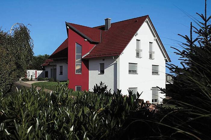 Haus mit WDVS und Rollläden von WAREMA