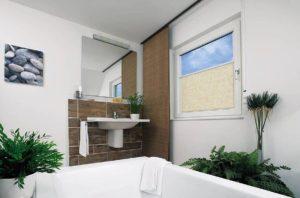 Rollo - Glasleistenrollo in Badezimmer